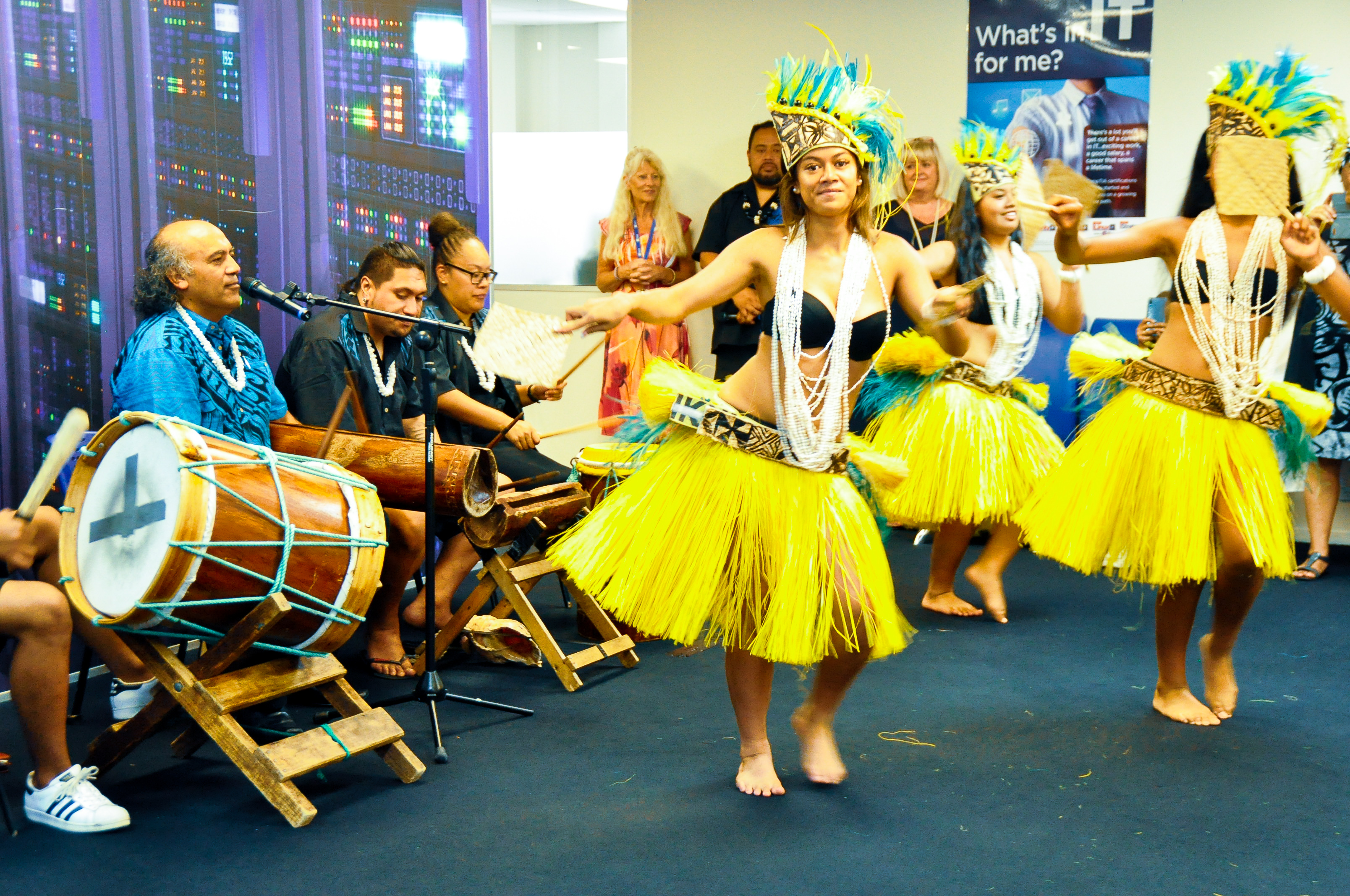 Techtorium cook island dancers performance